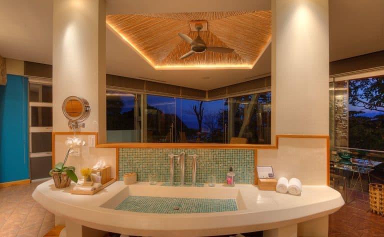 aqua room bath villa punto de vista