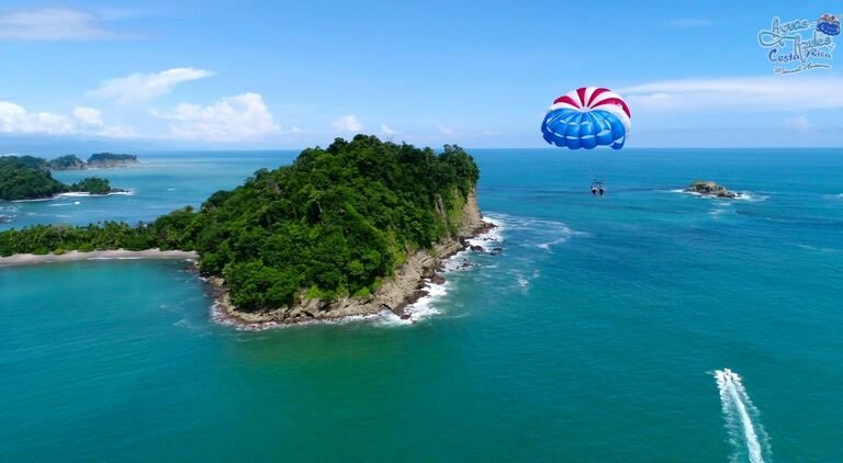 parasailing in costa rica at