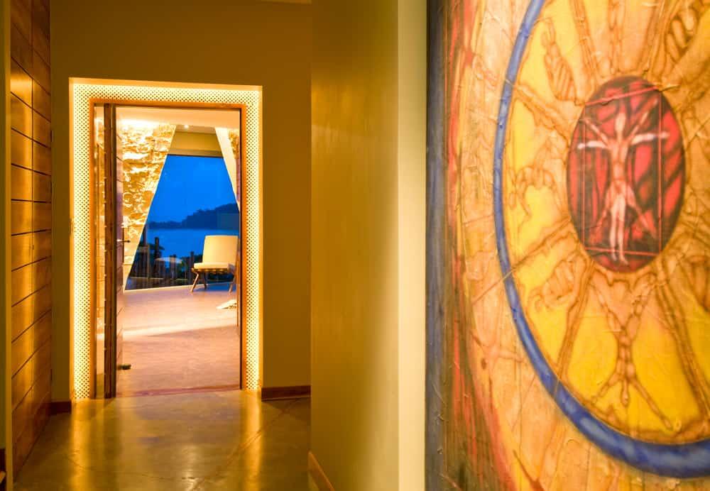 villa punto de vista suite hallway